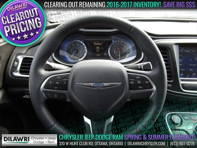 Ottawa's Used 2016 Chrysler 200 Limited in stock Used